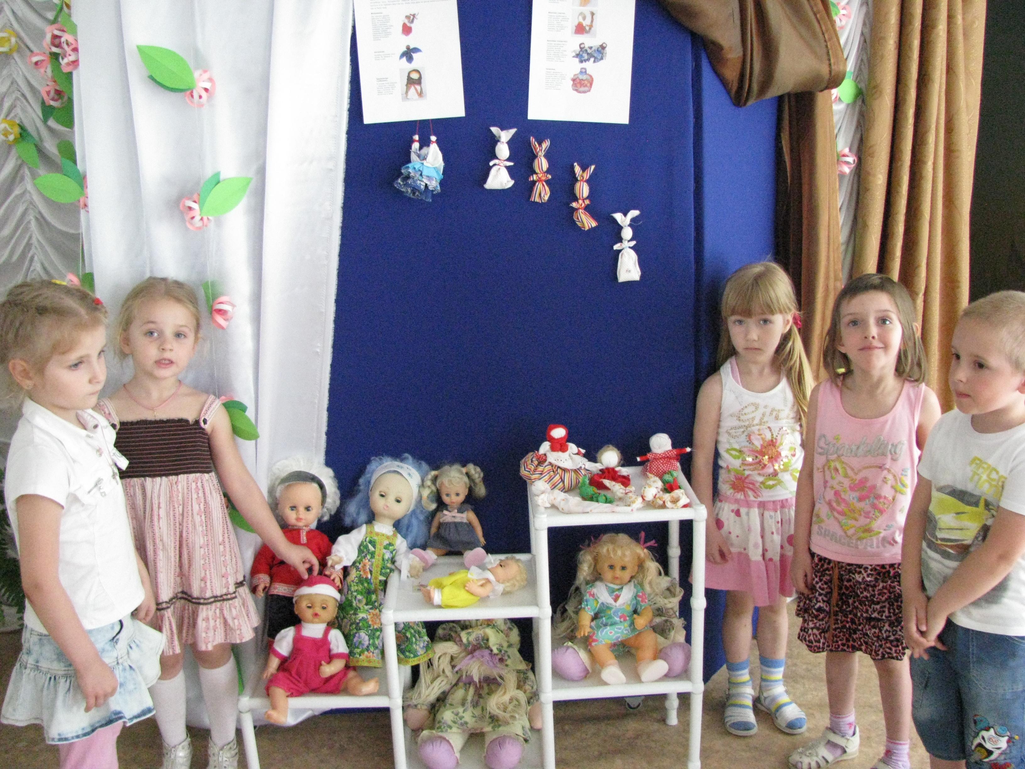 Знают взрослые и дети, куклы разные на свете.